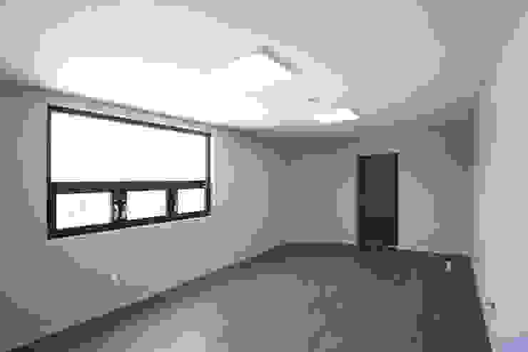 작업실로 활용될 공간 모던스타일 서재 / 사무실 by 한글주택(주) 모던