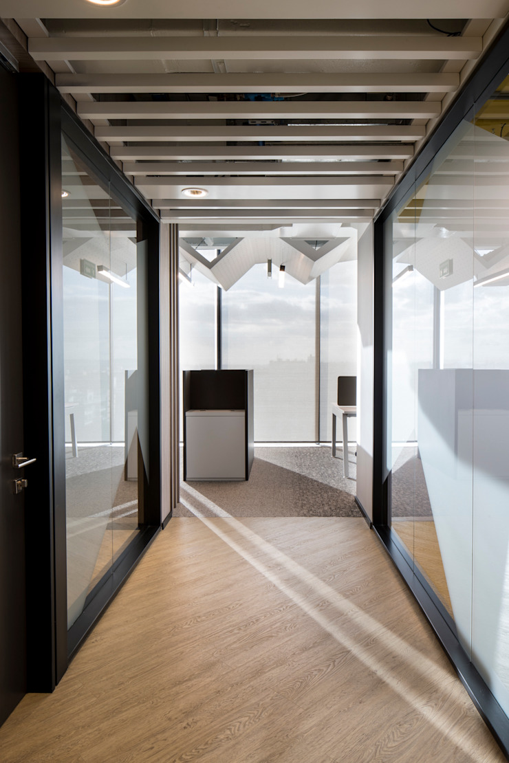 entrearquitectosestudio Minimalist corridor, hallway & stairs Chipboard Black