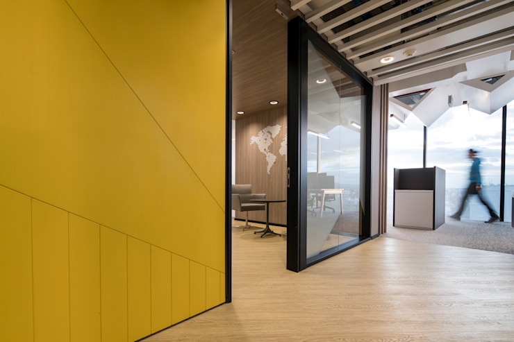 entrearquitectosestudio Modern corridor, hallway & stairs Chipboard Wood effect