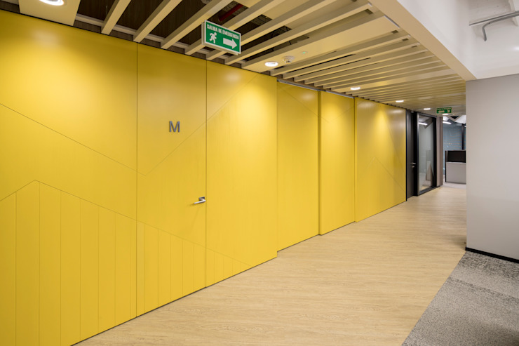entrearquitectosestudio Modern corridor, hallway & stairs Chipboard Yellow