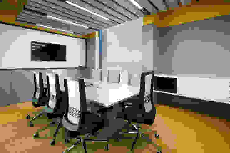 entrearquitectosestudio Living room Wood-Plastic Composite Yellow