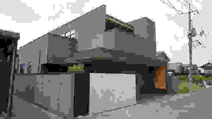 余戸谷町の家 株式会社 堀尾建築設計事務所 木造住宅 タイル ブラウン