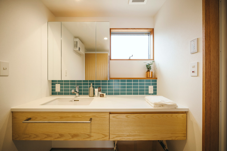 Eclectic style bathroom by ELD INTERIOR PRODUCTS Eclectic