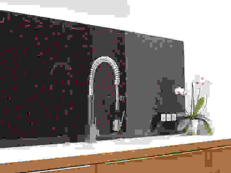 Küchenrückwand Chilli auf schwarz von Bernhard Preis - Interior Design aus der Region Tegernsee Modern