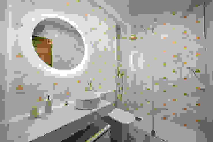 OOIIO Arquitectura Bagno moderno Ceramica Bianco
