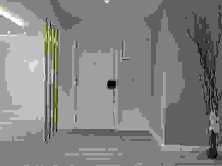 C evolutio Lda Ingresso, Corridoio & Scale in stile moderno
