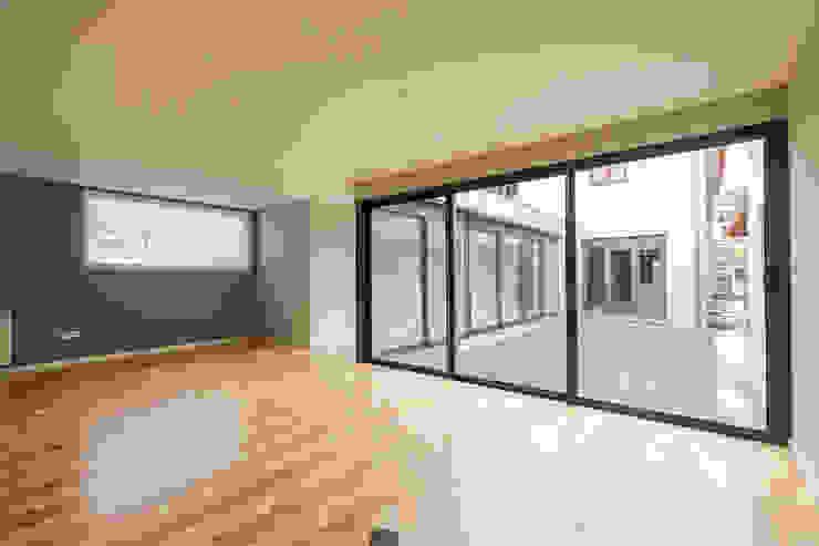 Sala - Projeto de remodelação SHI Studio Interior Design Salas de estar modernas por ShiStudio Interior Design Moderno