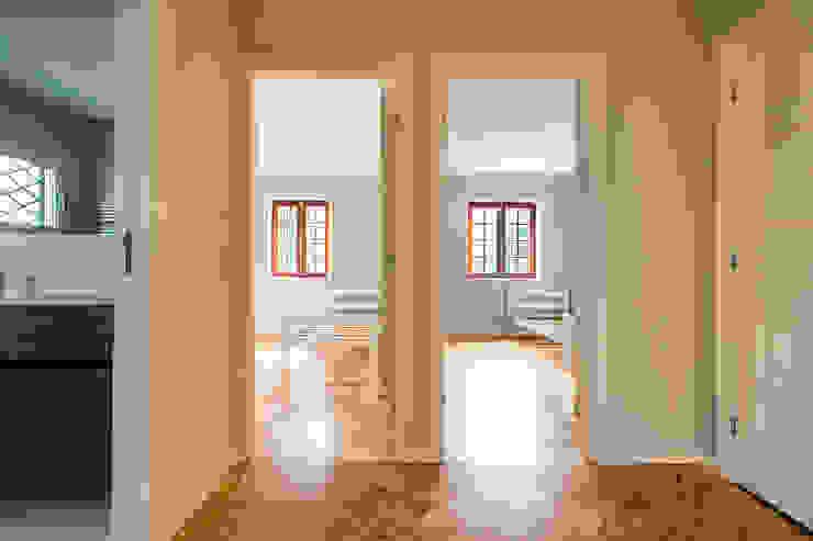 Hall dos Quartos - Projeto de remodelação SHI Studio Interior Design por ShiStudio Interior Design Moderno
