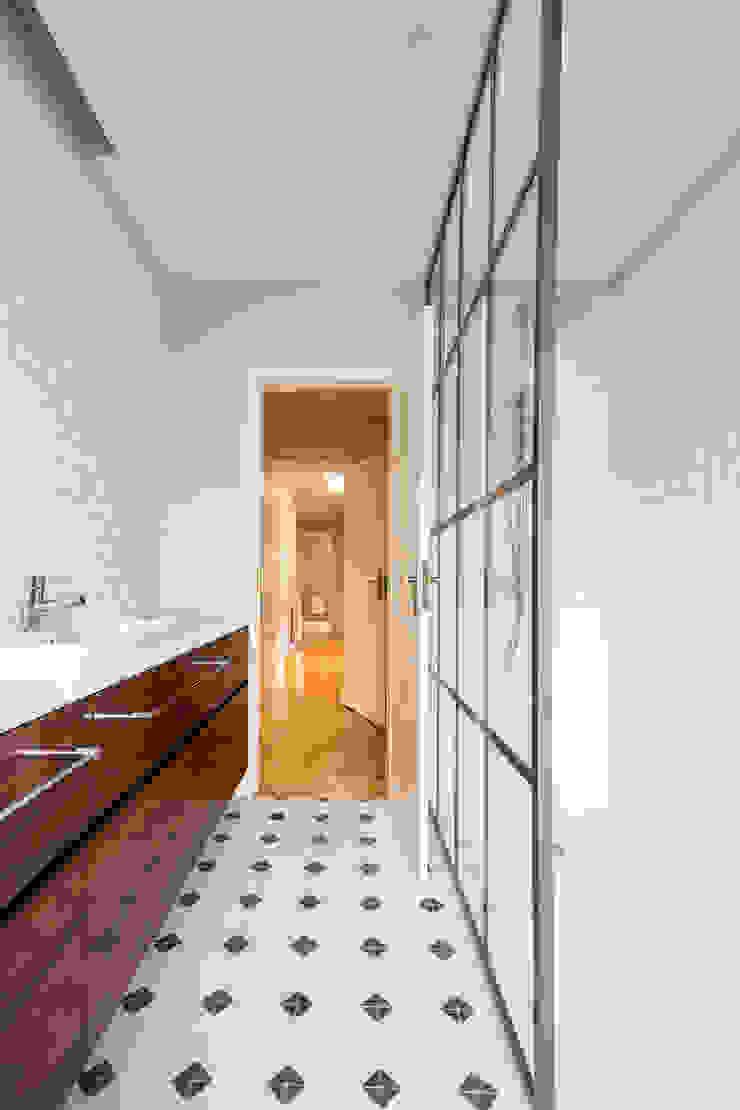 Casa de banho - Projeto de remodelação SHI Studio Interior Design Casas de banho escandinavas por ShiStudio Interior Design Escandinavo