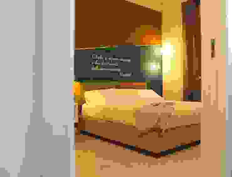 Stanza da letto Camera da letto moderna di antonio felicetti architettura & interior design Moderno Legno Effetto legno