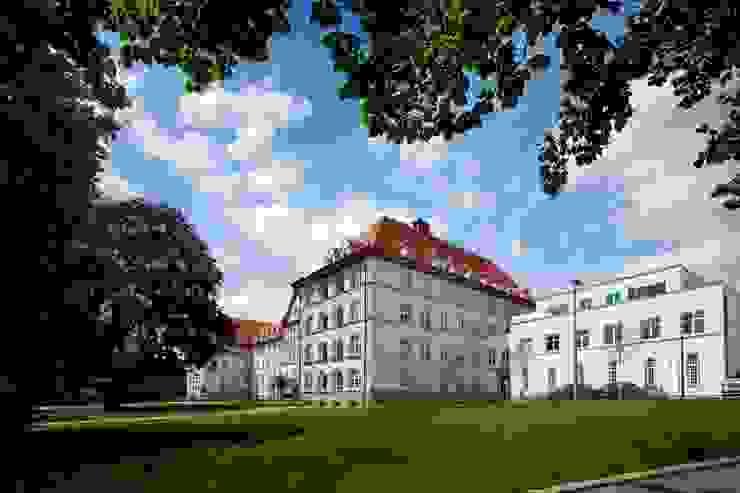 Neues Wohnquartier verbindet Historie mit Moderne: Sanierung und Umnutzung der Safranberg-Klinik Kneer GmbH, Fenster und Türen Holzfenster