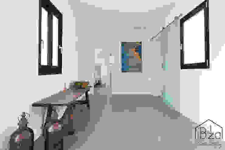 Decoración HomeStaging ROX & IRE IBIZA SL Pasillos, vestíbulos y escaleras de estilo mediterráneo