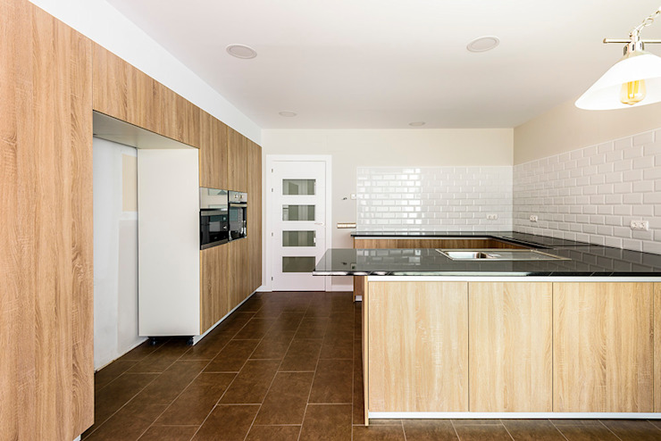 OOIIO Arquitectura 廚房 複合木地板 Brown