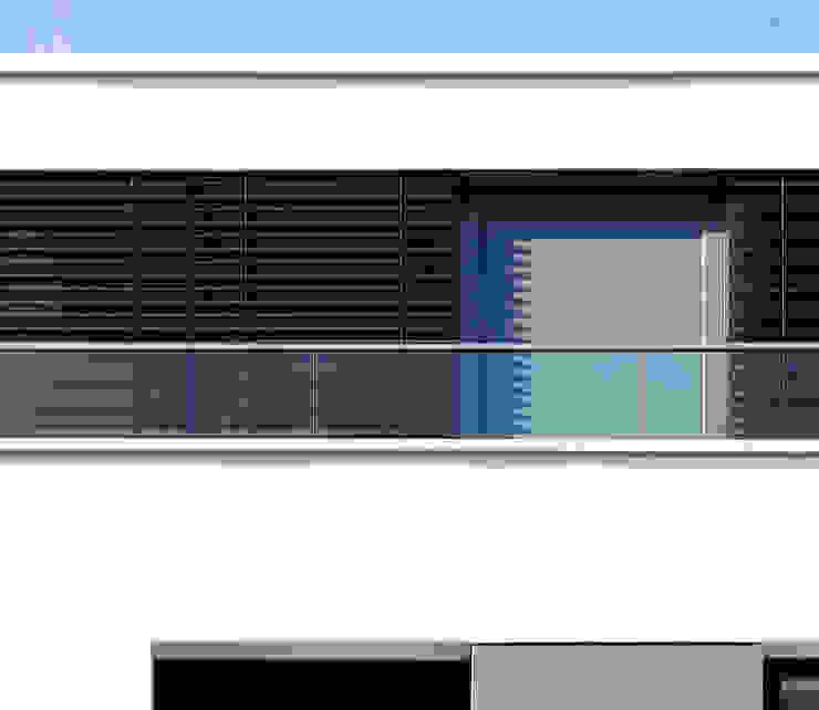 Glasgeländer und Aluminiumlamellen boehning_zalenga koopX architekten in Berlin Mehrfamilienhaus