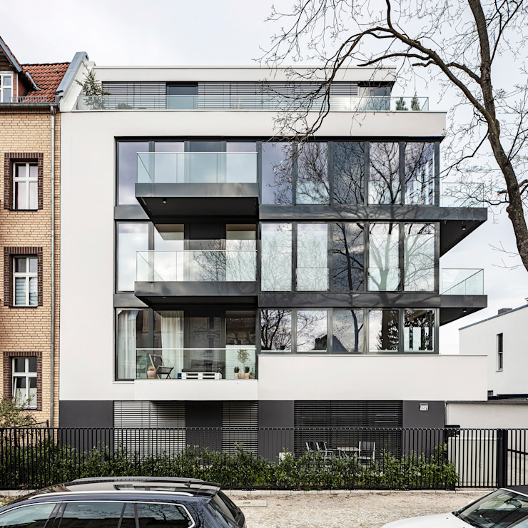 transparente Fassade in weißer Hülle boehning_zalenga koopX architekten in Berlin Mehrfamilienhaus Weiß