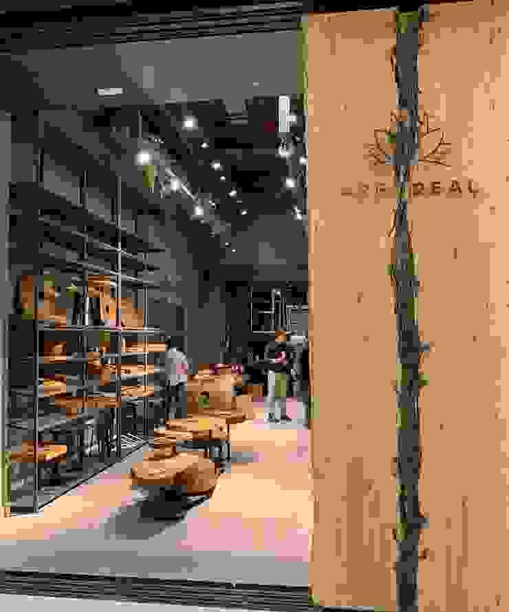 Loja da ArboREAL Móveis em São Paulo ArboREAL Móveis de Madeira Sala de jantarMesas Madeira maciça Efeito de madeira
