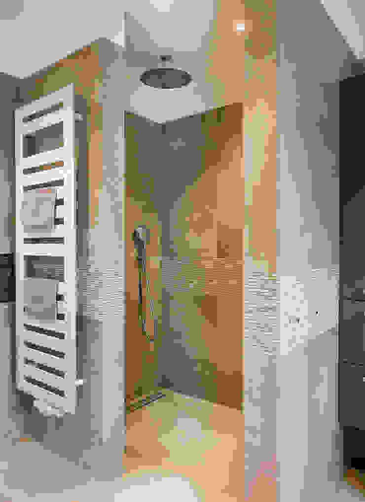 Shower CONSCIOUS DESIGN - INTERIORS Modern style bathrooms Tiles Beige