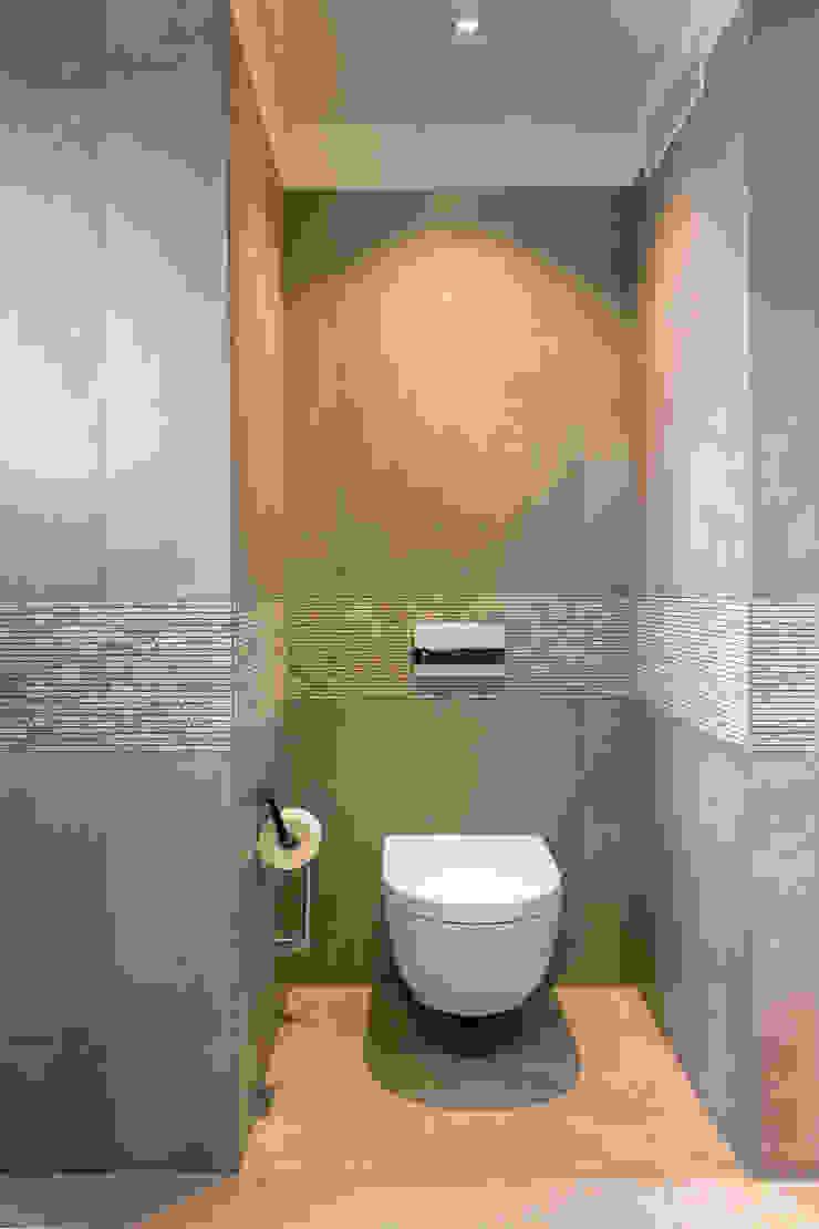 WC CONSCIOUS DESIGN - INTERIORS Modern style bathrooms Tiles Beige