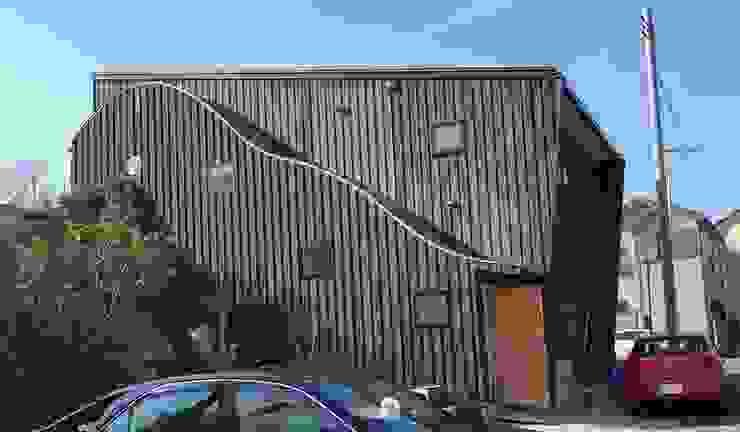株式会社高野設計工房 Casas de estilo escandinavo Madera Negro