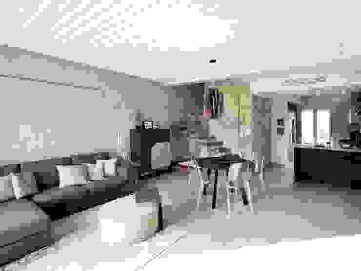 Villa moderna in legno a Bolgare (Bergamo) Soggiorno moderno di Marlegno Moderno Legno Effetto legno