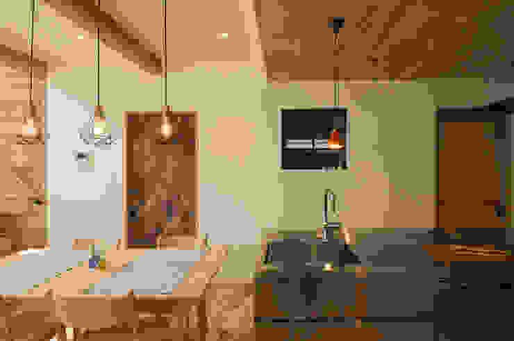 ダイニング&キッチン 高松設計事務所 北欧デザインの キッチン 無垢材 木目調
