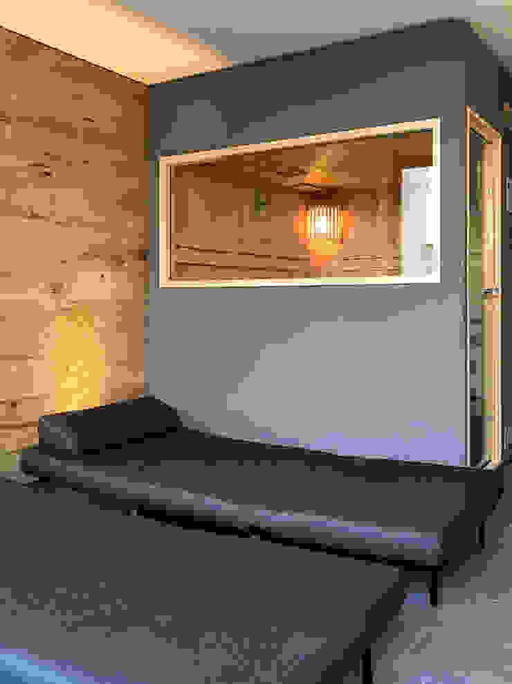 Wellnessraum mit einer KOERNER Sauna MODUS | KOERNER Saunamanufaktur KOERNER SAUNABAU GMBH Sauna
