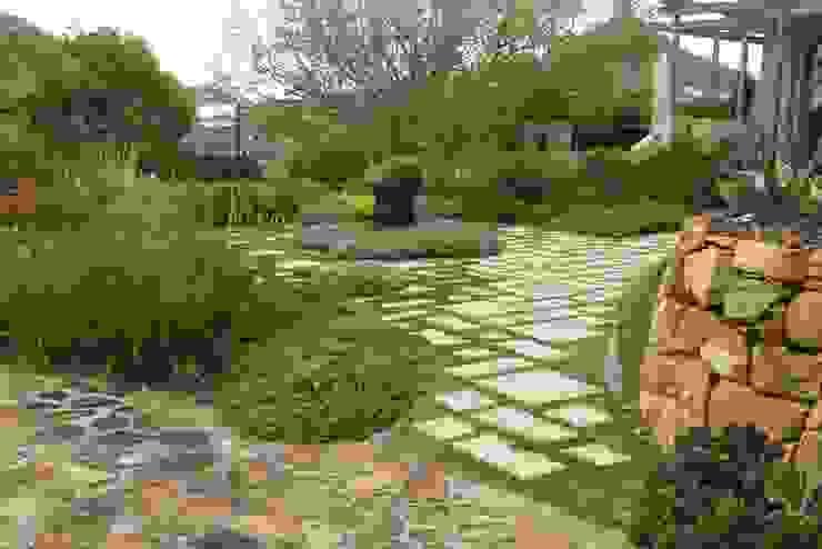 Upper Scott Estate by Brett Walker Landscaping