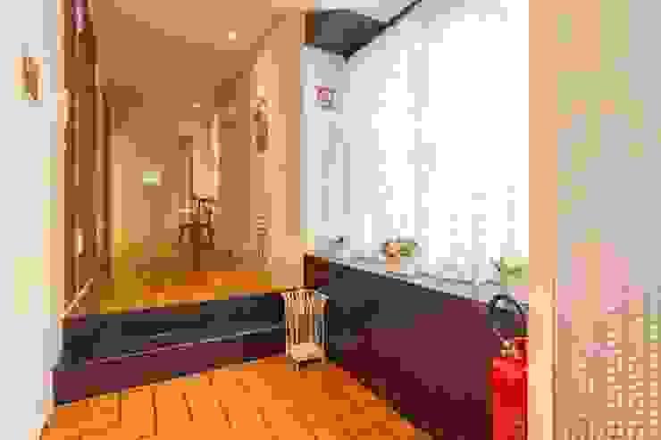 ibedi laboratorio di architettura Rustic style corridor, hallway & stairs Iron/Steel Amber/Gold
