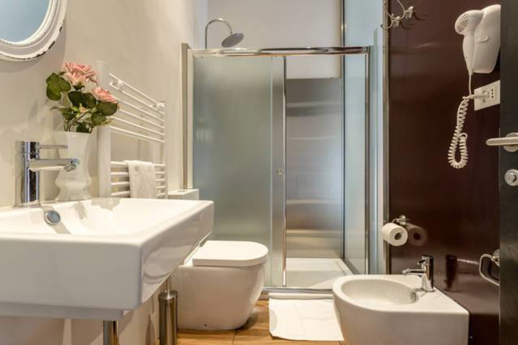 Un bagno Bagno in stile rustico di ibedi laboratorio di architettura Rustico Legno Effetto legno
