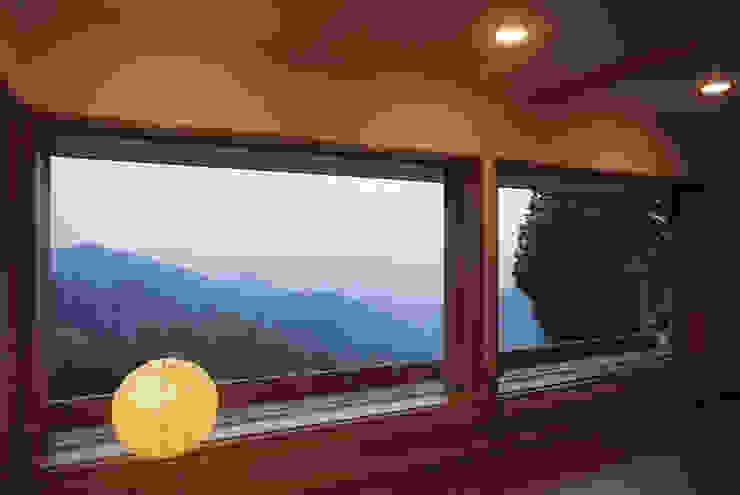 Eclectic style windows & doors by (株)独楽蔵 KOMAGURA Eclectic
