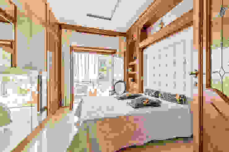 Camera da letto 2 Camera da letto in stile classico di Dr-Z Architects Classico Legno massello Variopinto