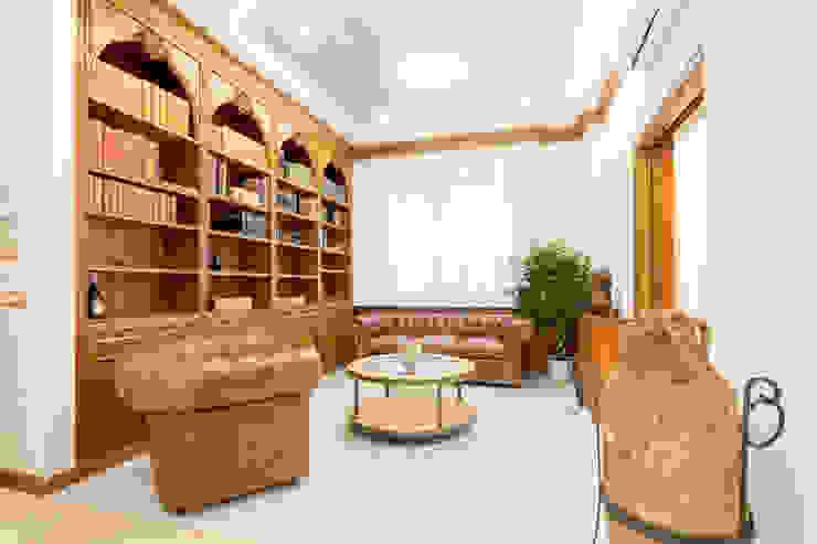 Ingresso Soggiorno classico di Dr-Z Architects Classico Legno massello Variopinto