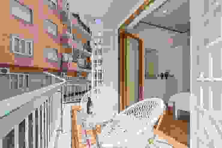 Balcone di Dr-Z Architects Eclettico Metallo