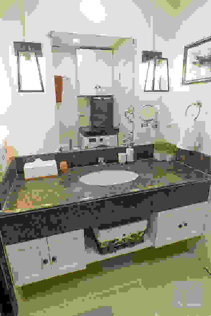 Work Life Balance Minimalist style bathroom by Hayen Interiors Minimalist