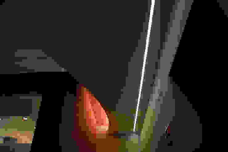 OPA Architetti Pasillos, vestíbulos y escaleras de estilo moderno