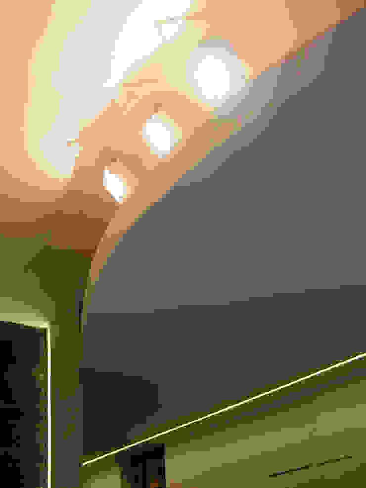 OPA Architetti Salas de estilo moderno Blanco