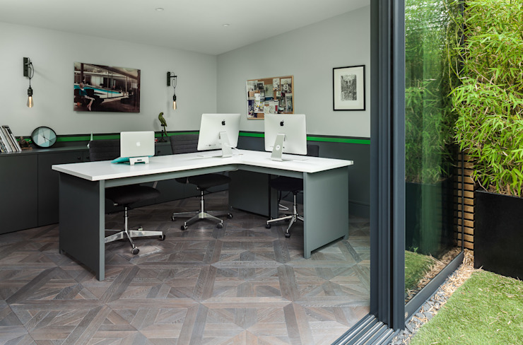 Office space in Garden studio EMR Architecture Eclectic style study/office Grey