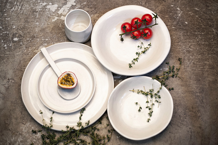 NEW CROCKERY RANGE, KLAY: minimalist  by Deborah Garth Interior Design International (Pty)Ltd, Minimalist Pottery