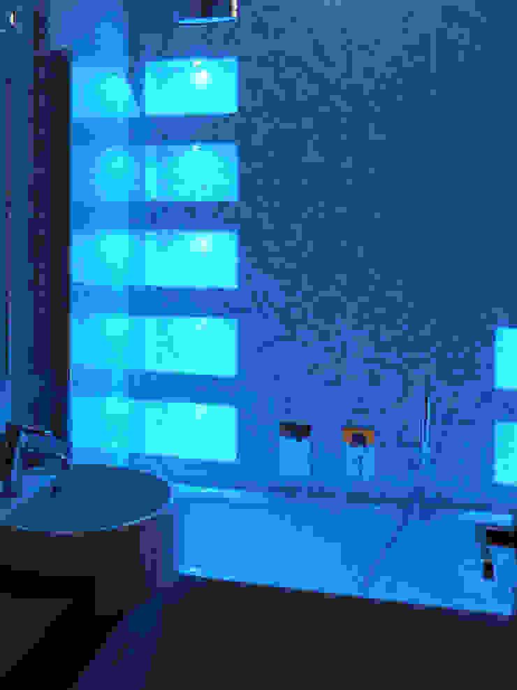 OPA Architetti Baños de estilo moderno Cerámico Azul