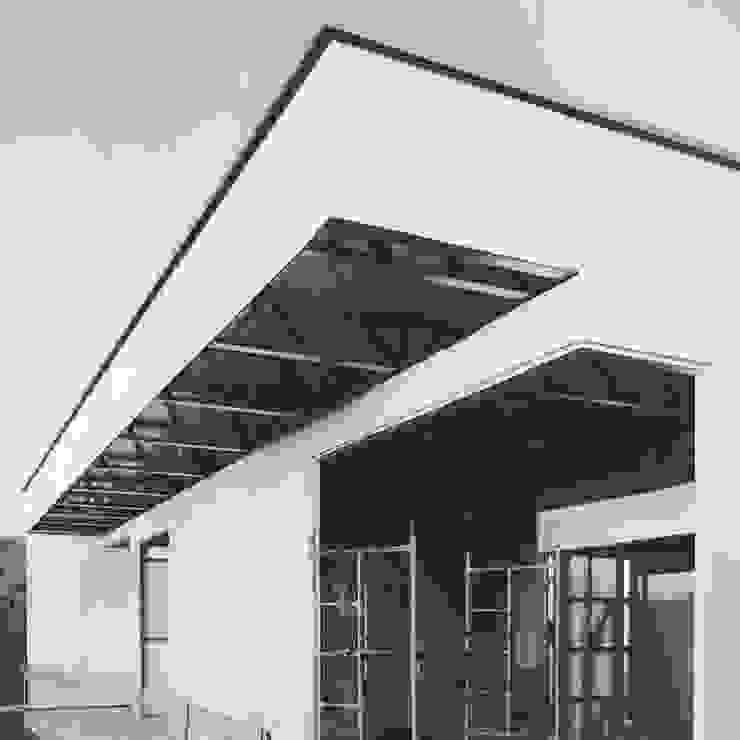 Entrada por Xavier Ávila arquitetos Moderno Alumínio/Zinco