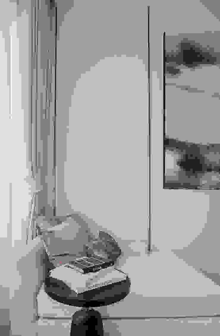 Blue and White bedroom show house The pavilla residence – hypestudio Hypestudio กำแพง ไม้ White