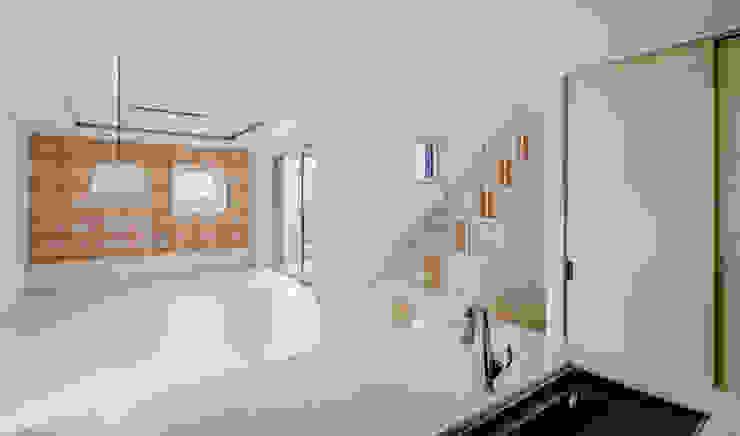 다양한 수납 아이디어가 돋보이는 세종 목조주택 모던스타일 주방 by 위드하임 모던
