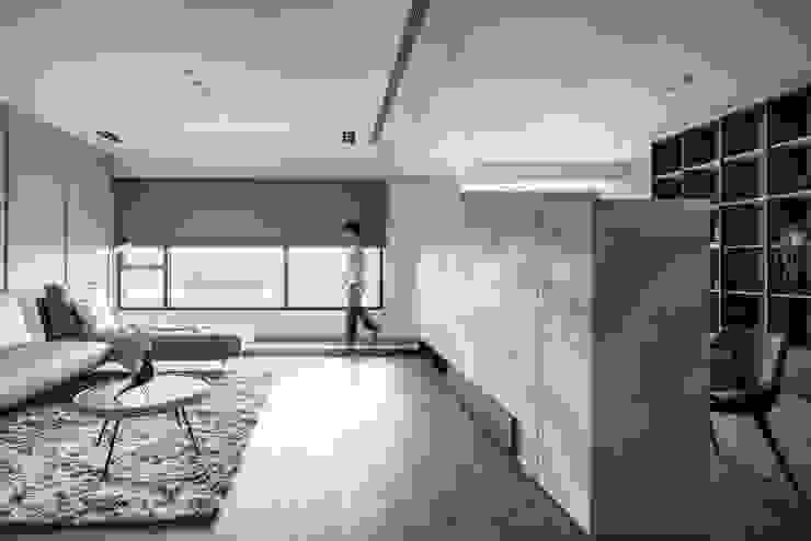 窗邊架高 现代客厅設計點子、靈感 & 圖片 根據 極簡室內設計 Simple Design Studio 現代風
