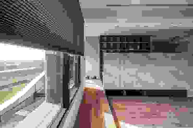 客廳空間延伸 现代客厅設計點子、靈感 & 圖片 根據 極簡室內設計 Simple Design Studio 現代風