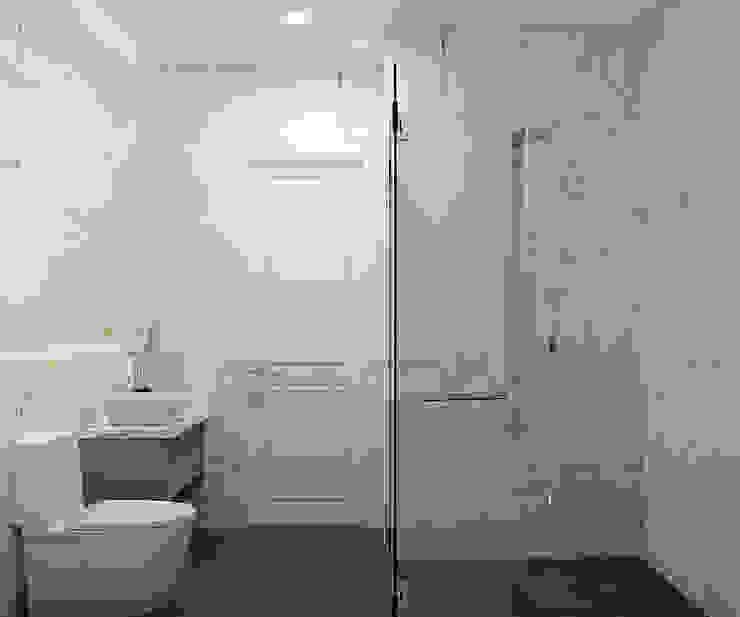 Phòng vệ sinh căn hộ 3 phòng ngủ Vinhomes Grand Park: tối giản  by Công ty TNHH QPDesign, Tối giản