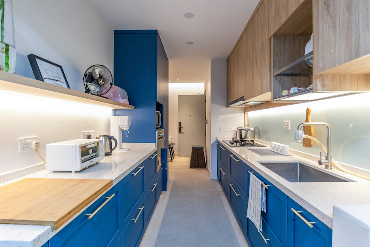 Yishun Greenwalk Country style kitchen by Rougksketch Pte Ltd Country