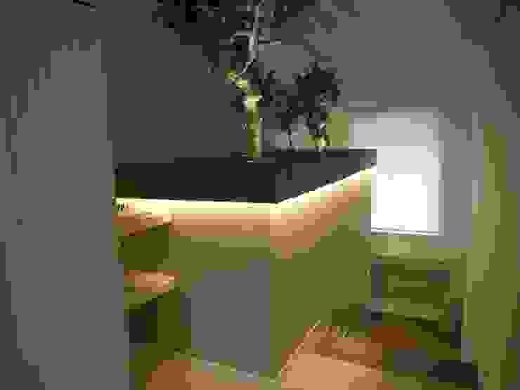 Pasillos, vestíbulos y escaleras de estilo moderno de DOMENICO SUCCURRO ARCHITETTO Moderno