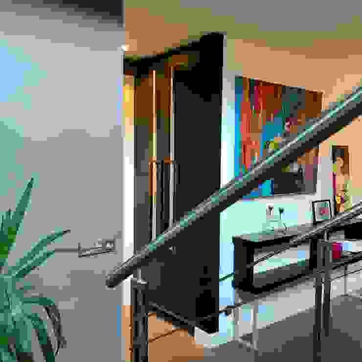 perspectief vanaf de trap: modern  door MEF Architect, Modern Hout Hout
