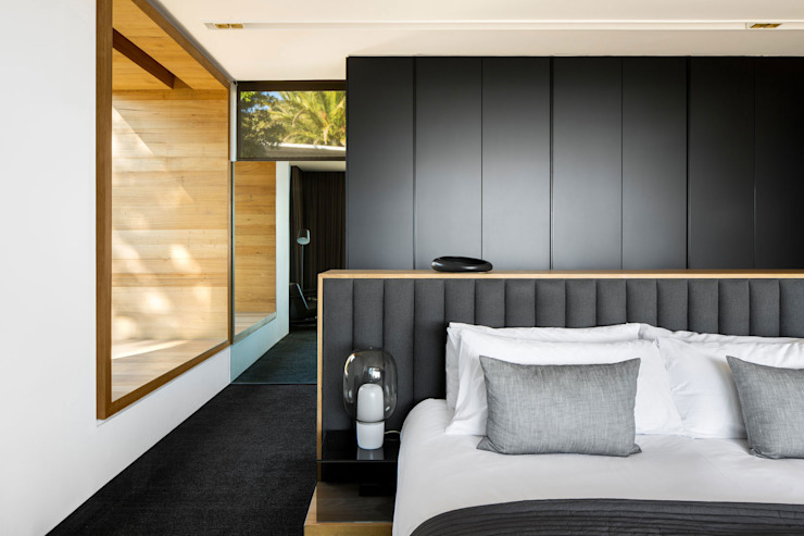 Wright Architects Small bedroom Wood Black