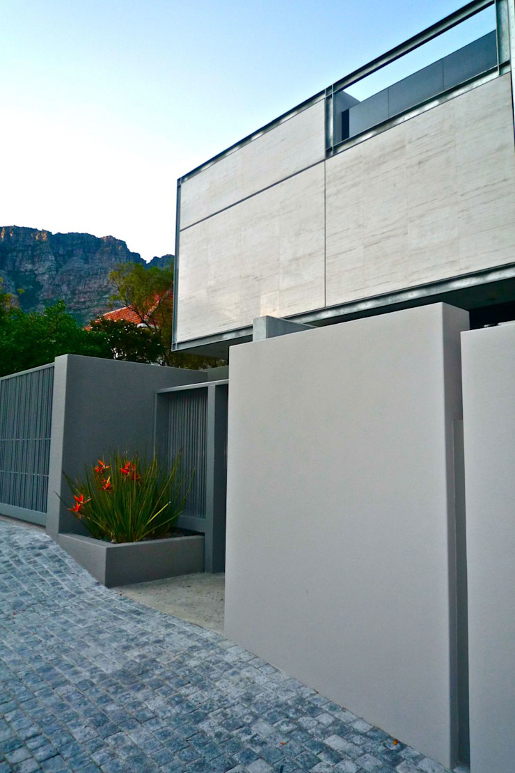 HOUSE VAN KAMP | CAMPS BAY by Wright Architects Minimalist Concrete